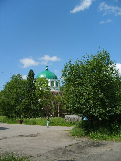 Троицкая церковь, тоже реставрируется пока.