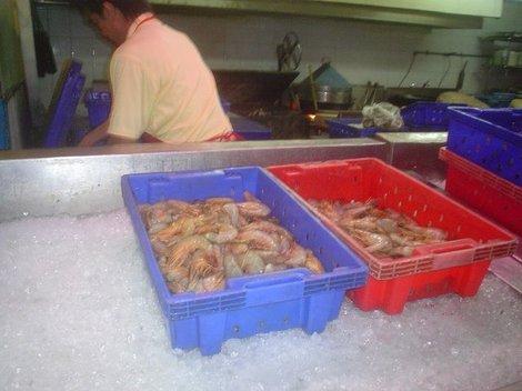 Морепродукты можно унести с собой или попросить их приготовить тут же.