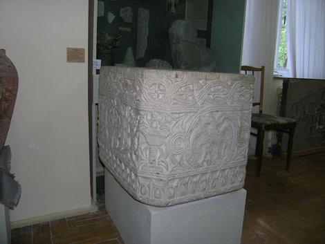 Купель 15 века, обнаруженная на территории Карасана